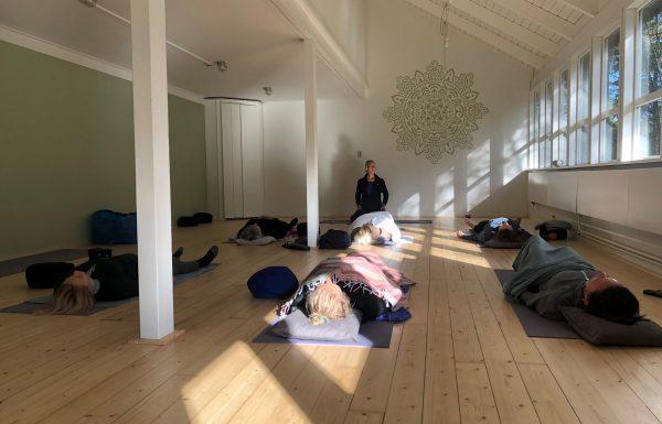 yoga liggen